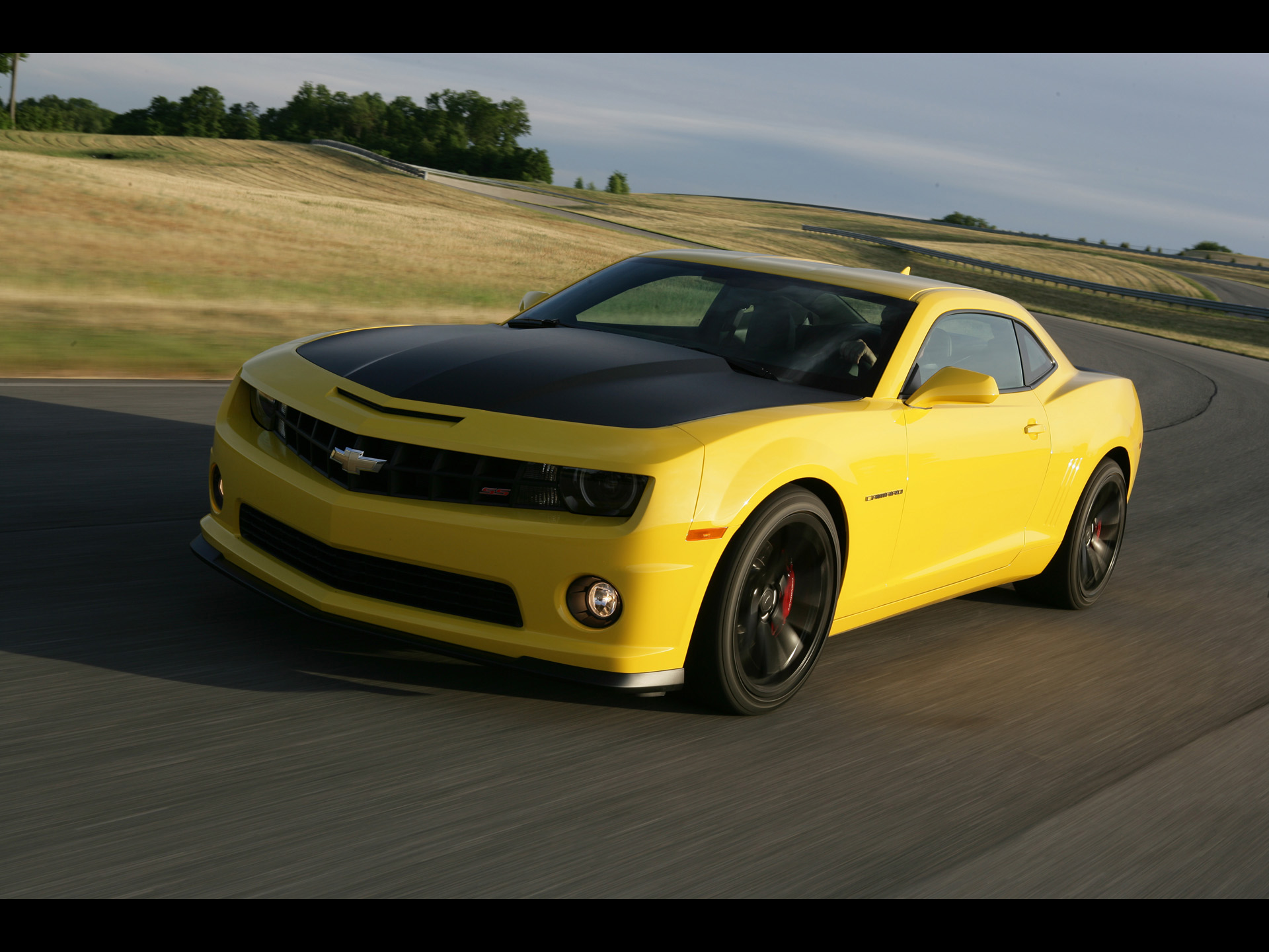 2013 Chevrolet Camaro 1LE Yellow Motion Front Angle ...