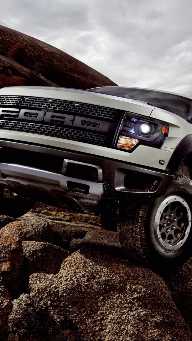 640x1136 2013 Ford Svt Raptor Static Iphone 5 Wallpaper