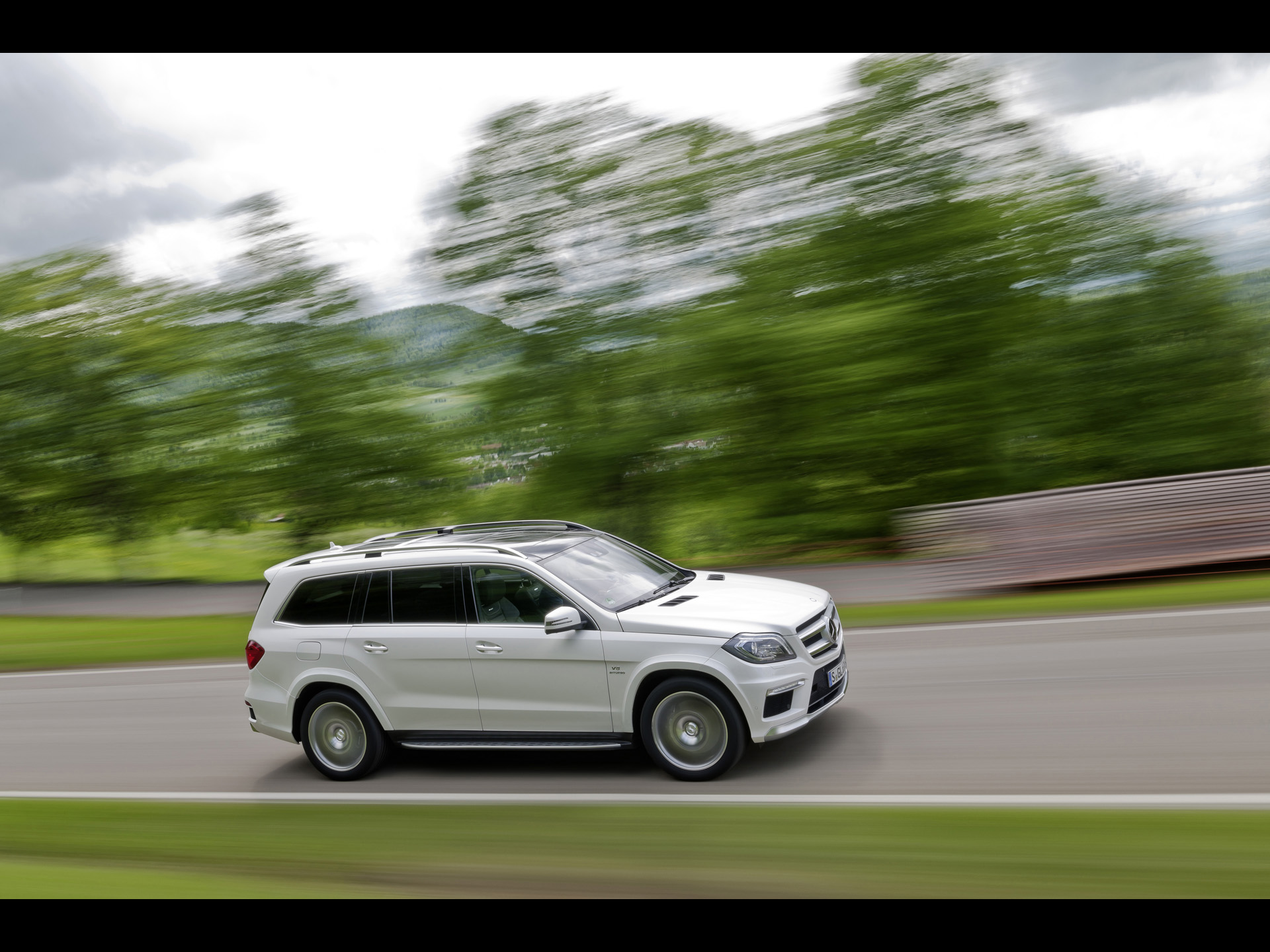 2013 mercedes benz gl 63 amg motion side angle wallpapers