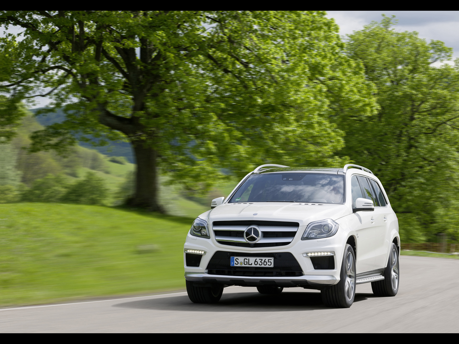 2013 mercedes benz gl 63 amg motion wallpapers and stock photos
