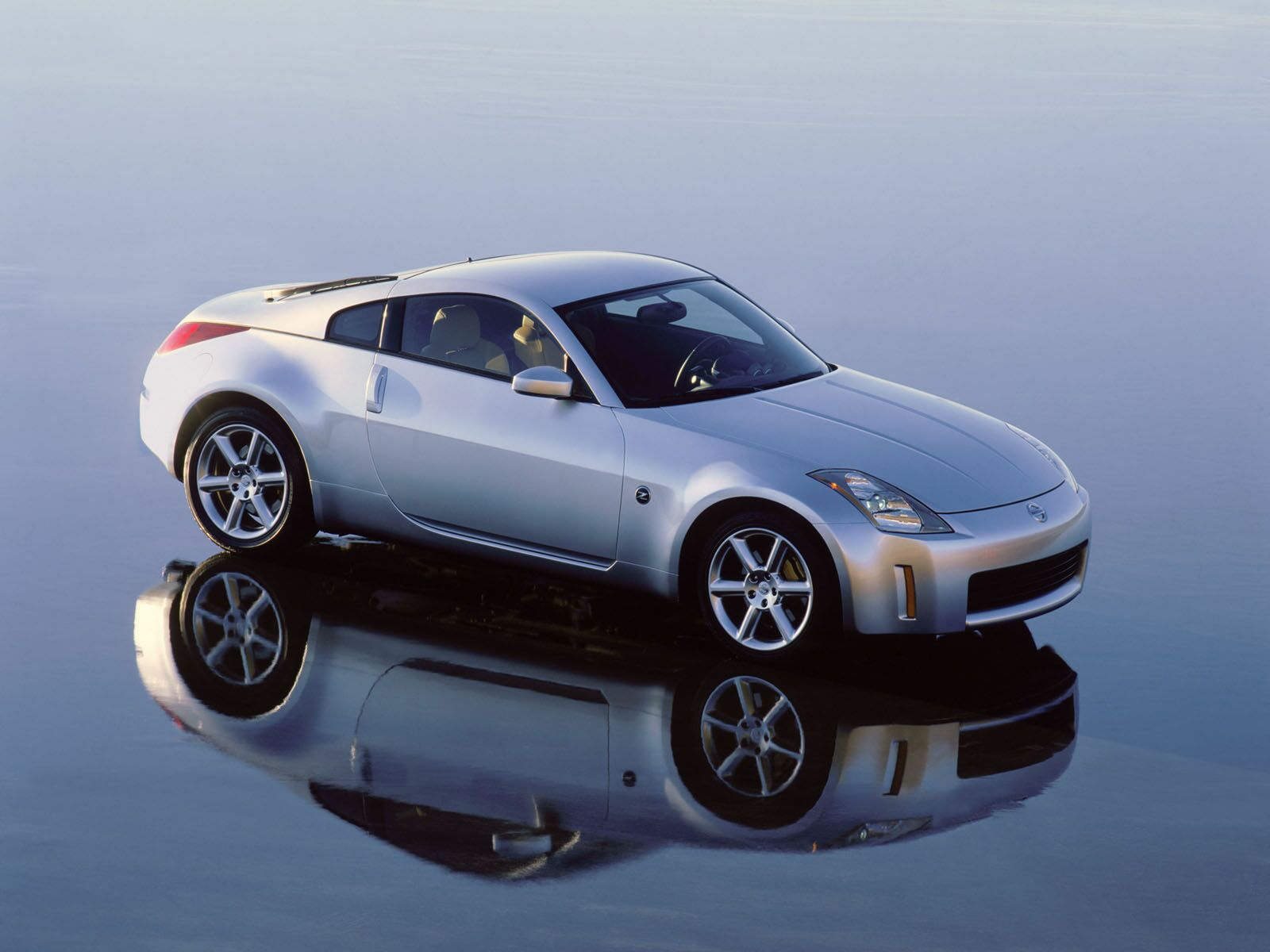 350z Reflection Wallpapers 350z Reflection Stock Photos