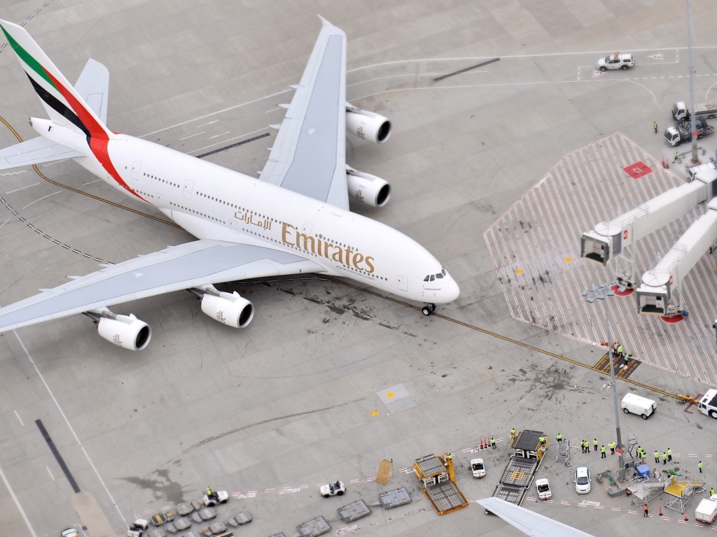 1024x768 airbus a 380 fly emirates desktop pc and mac for Home wallpaper uae