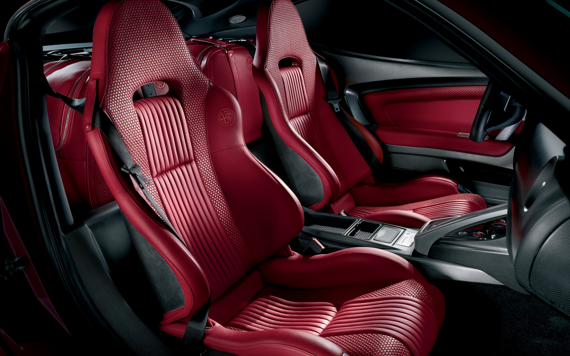 Wallpapere Alfa Romeo 8C interior | Alfa Romeo 8C interior wallpapers