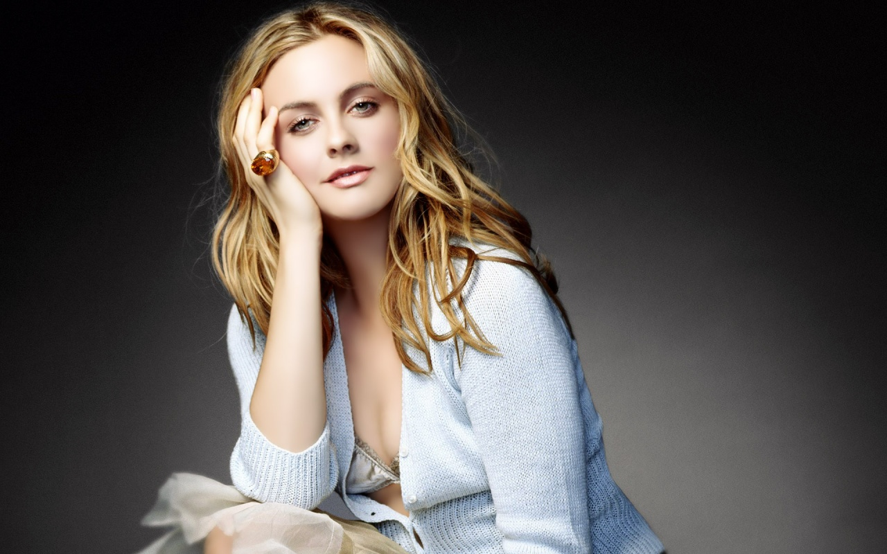 Alicia Silverstone wallpapers HD amazing wallpapers news