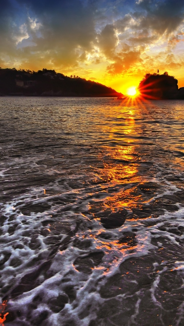 640x1136 Amazing Ocean Foam Beach Iphone 5 Wallpaper
