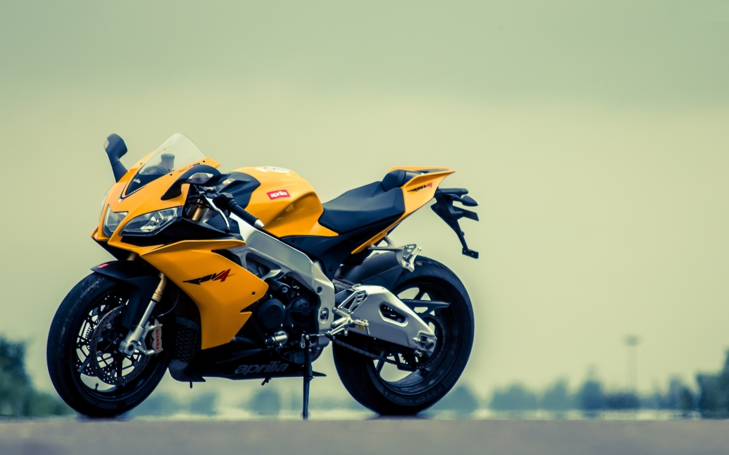 1440x900 Aprilia RSV4 Yellow Motorcycle