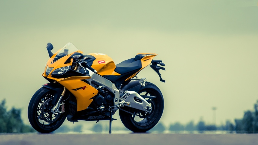 646x220 Aprilia RSV4 Yellow Motorcycle