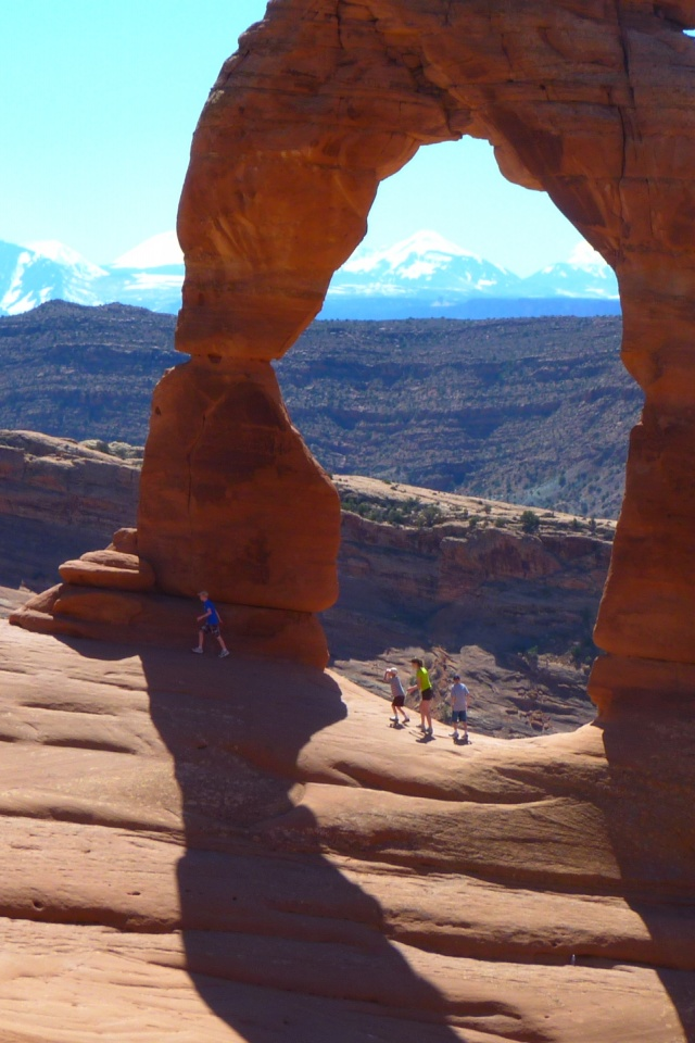 640x960 Arches National Park, Delicate Arch, beaches, keys, back