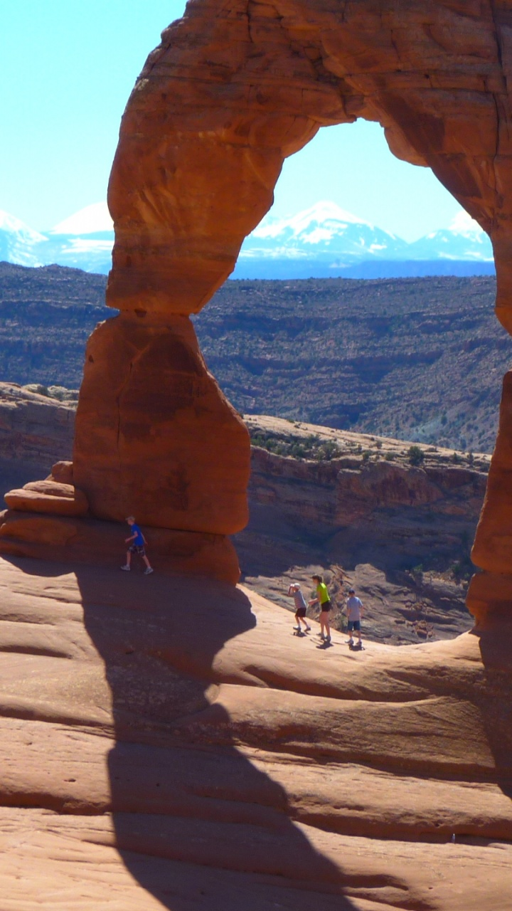 720x1280 Arches National Park, Delicate Arch, beaches, keys, back