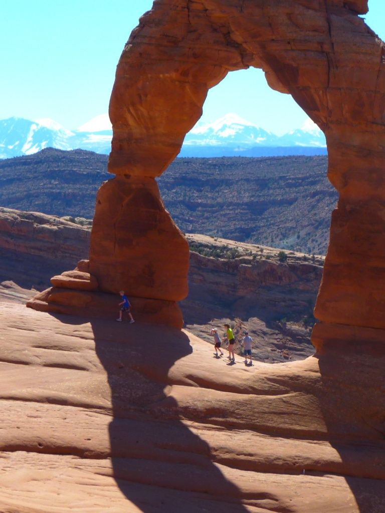 768x1024 Arches National Park, Delicate Arch, beaches, keys, back