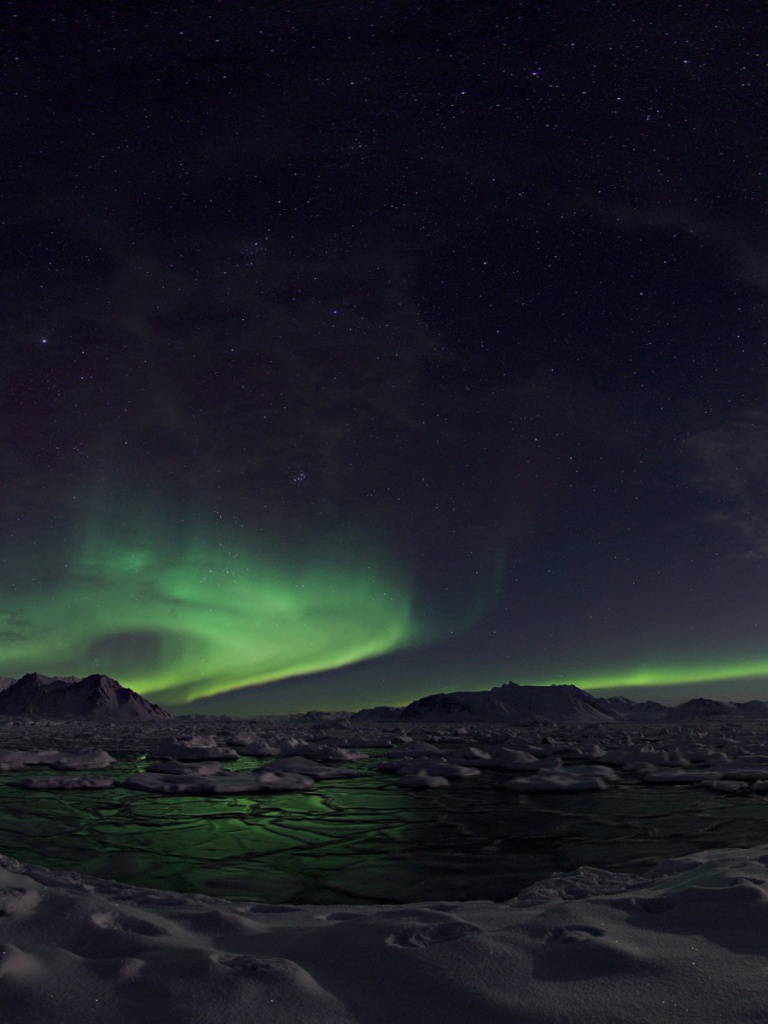 768x1024 Awesome Northern Lights