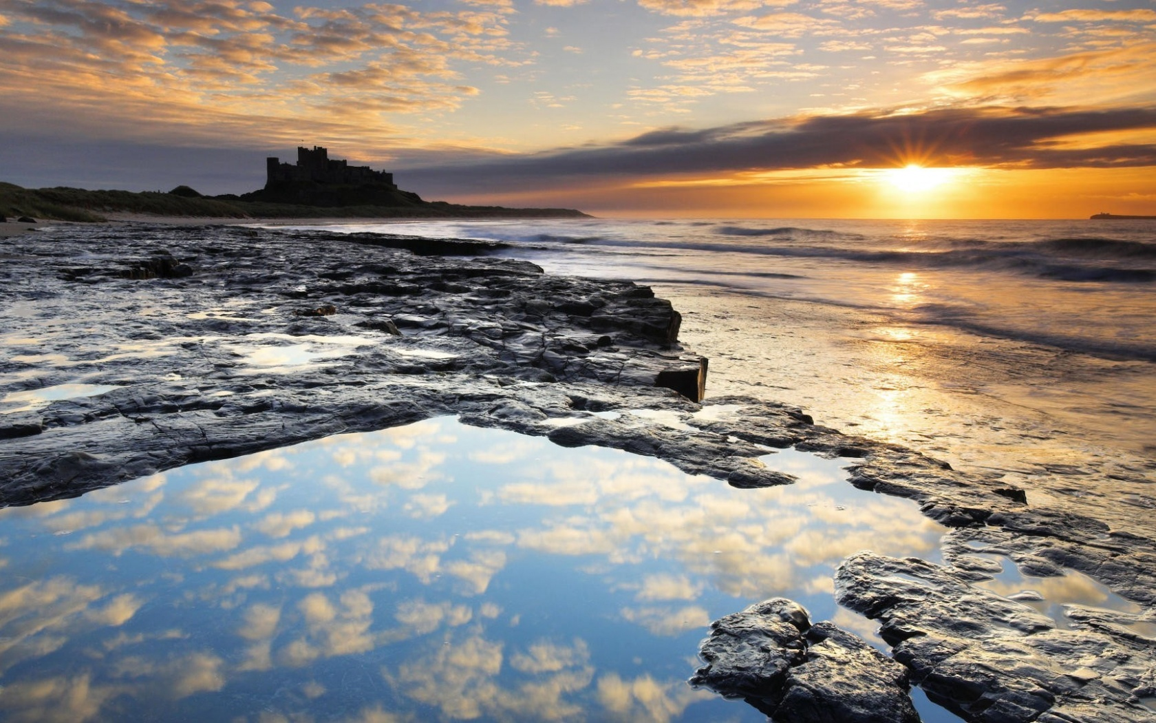 1680x1050 Bamburgh Castle silhouette, england, europe, nature