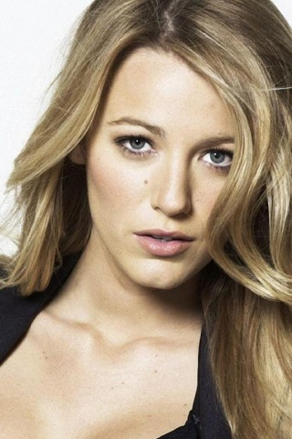 320x480 Blake Lively Close-up Iphone 3g wallpaper Blake Lively Daughter