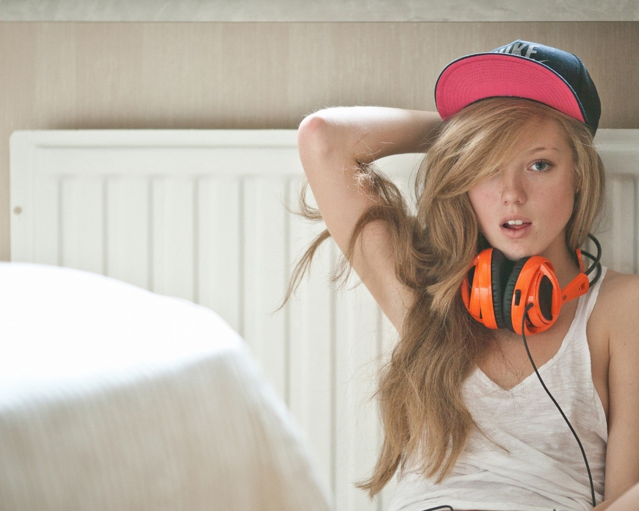 1280x1024 Blonde with Headphones desktop PC and Mac wallpaper