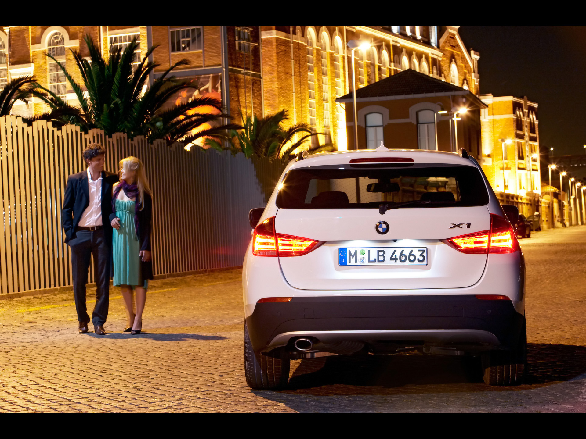 BMW X1 and couple wallpapers | BMW X1 and couple stock photos