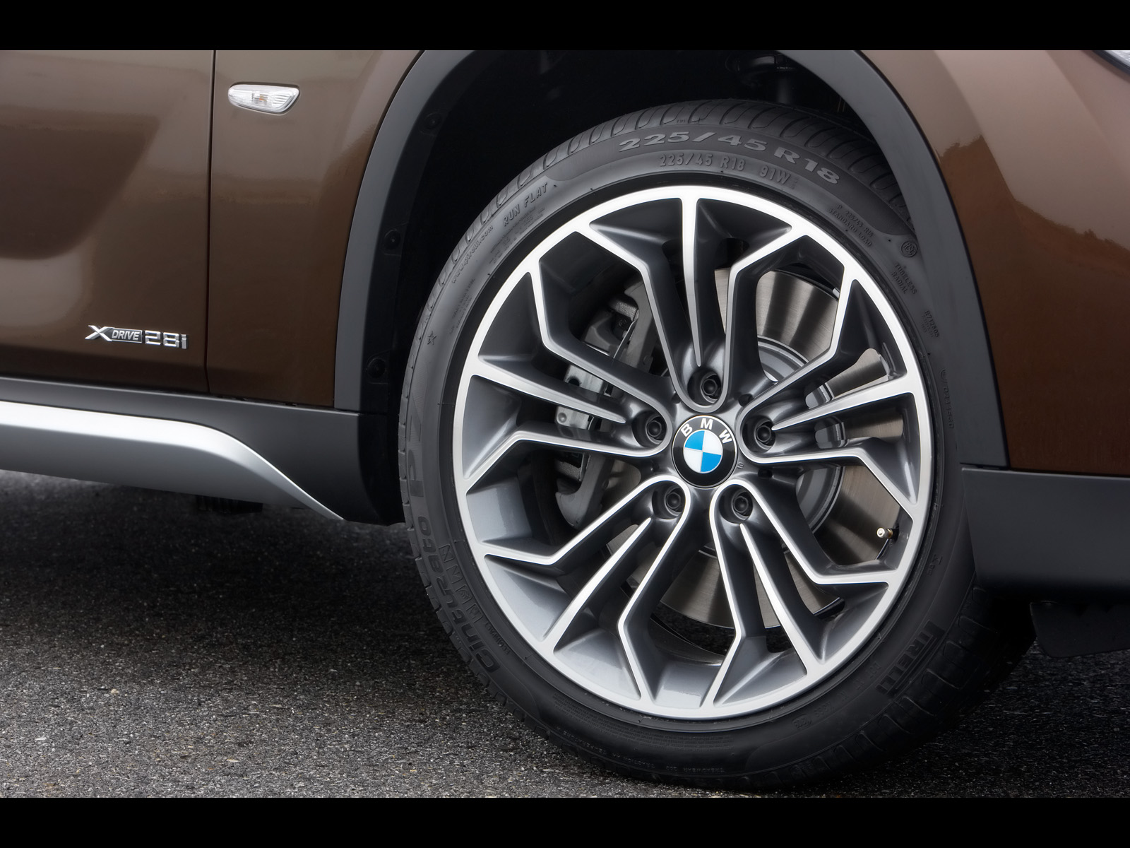 BMW X1 wheel wallpapers | BMW X1 wheel stock photos