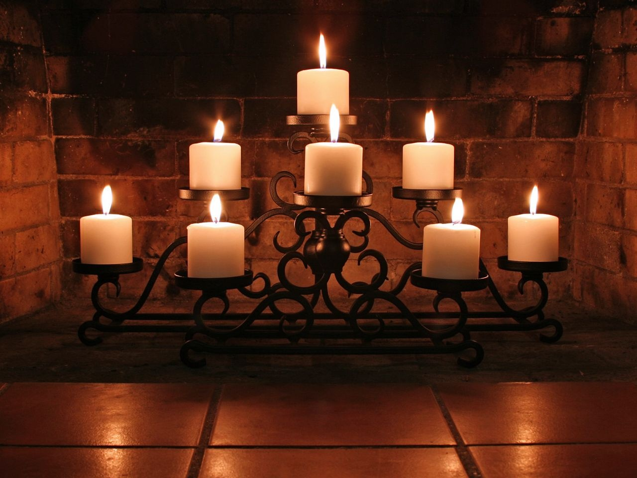 1280x960 Candles and bricks