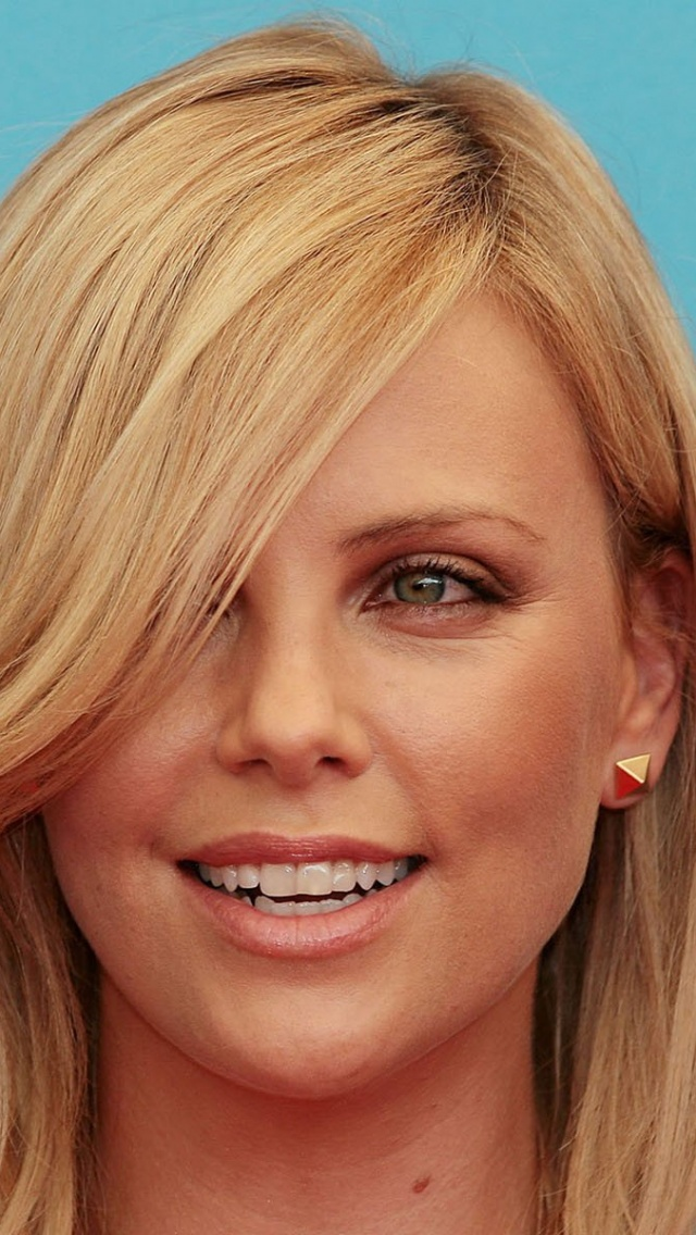 640x1136 Charlize Theron Close Up Smile Iphone 5 Wallpaper