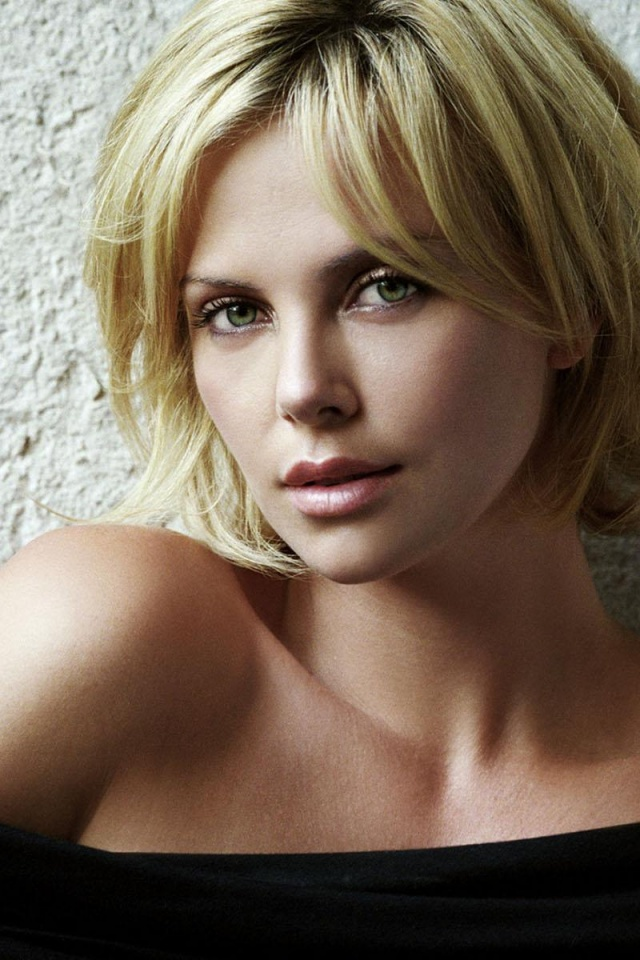 640x960 Charlize Theron Hot Iphone 4 Wallpaper