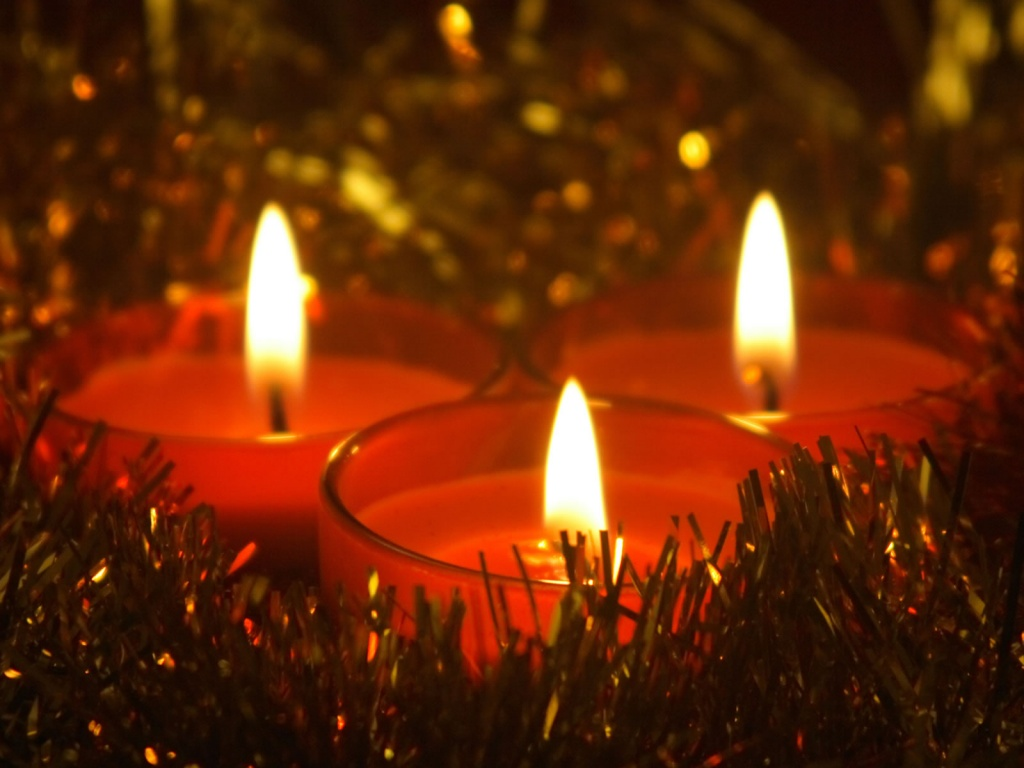 1024x768 Christmas Candles desktop wallpapers and stock photos