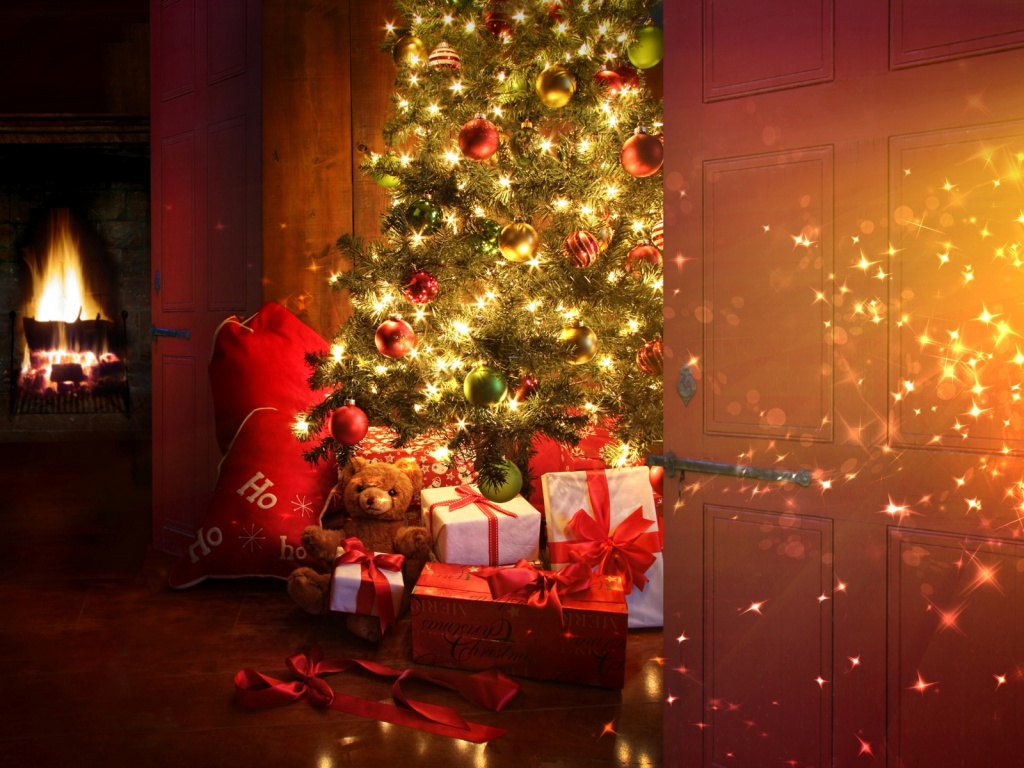 1024x768 Christmas tree and presents