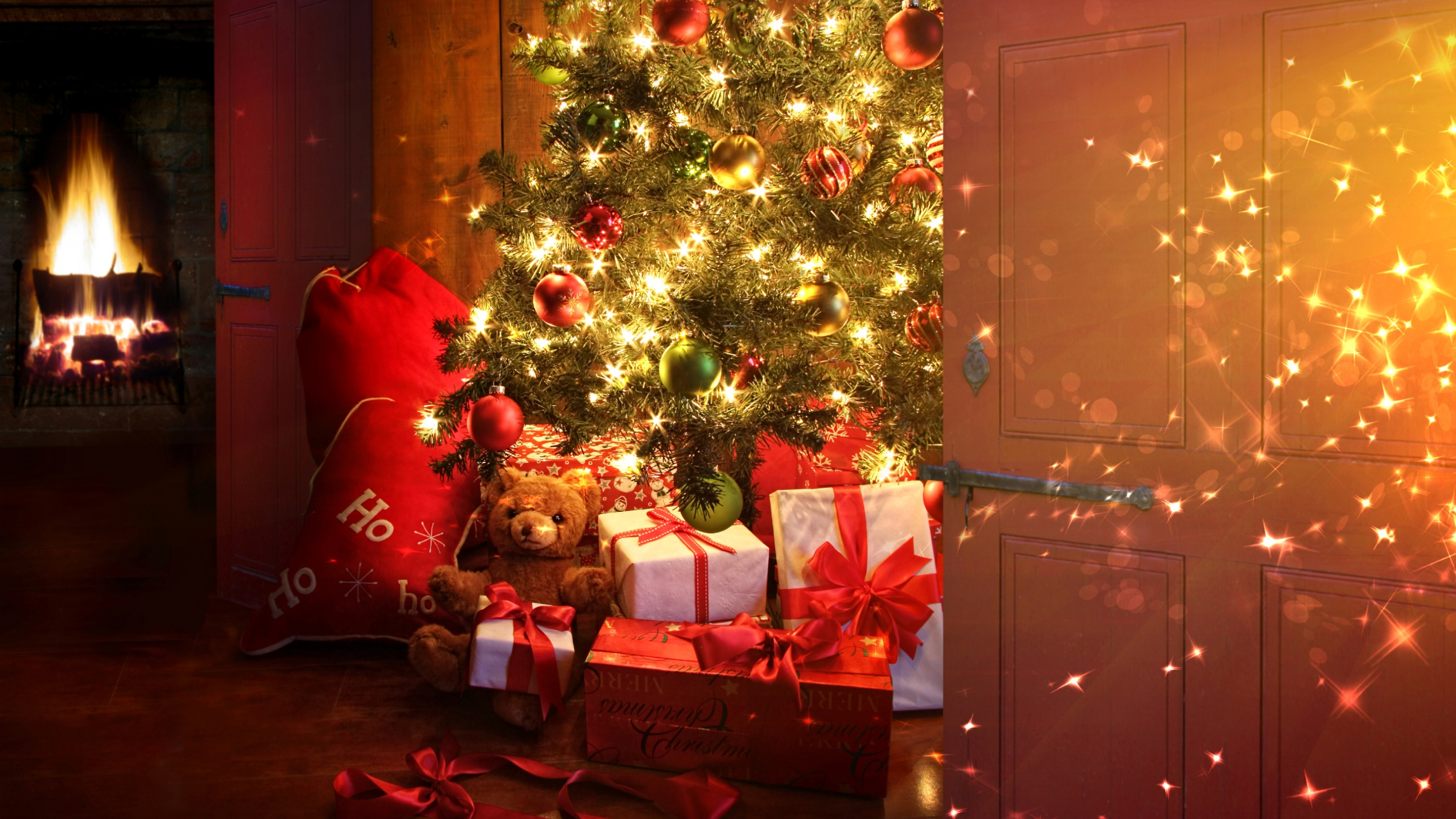 2560x1440 Christmas tree and presents