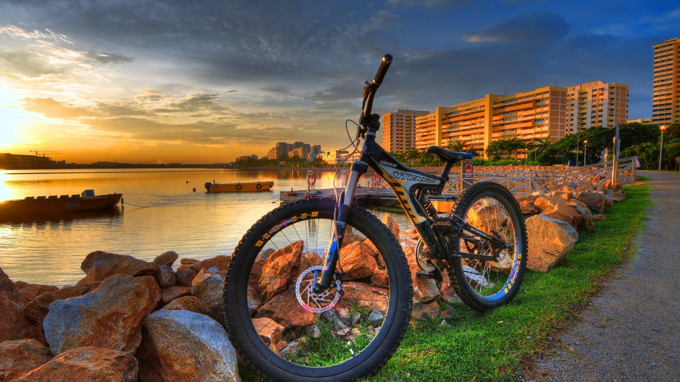 1366x768 City Bike Desktop PC And Mac Wallpaper