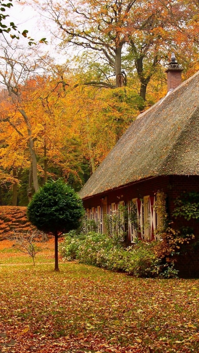 640x1136 Country House In Autumn Iphone 5 Wallpaper