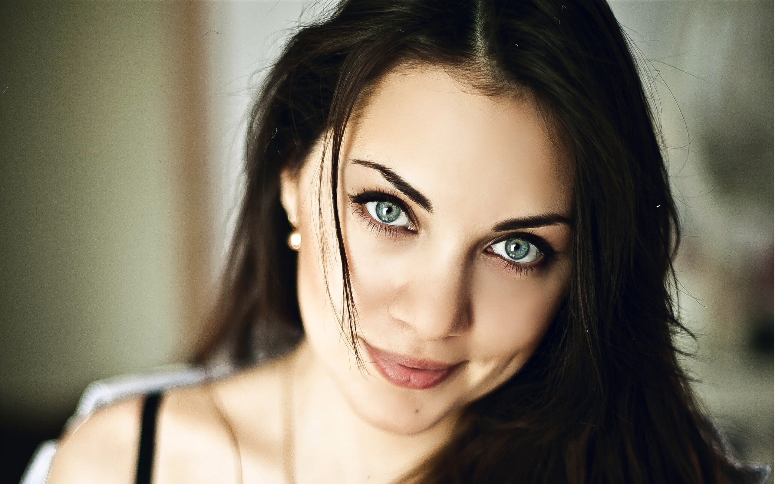 brunette blue eyes