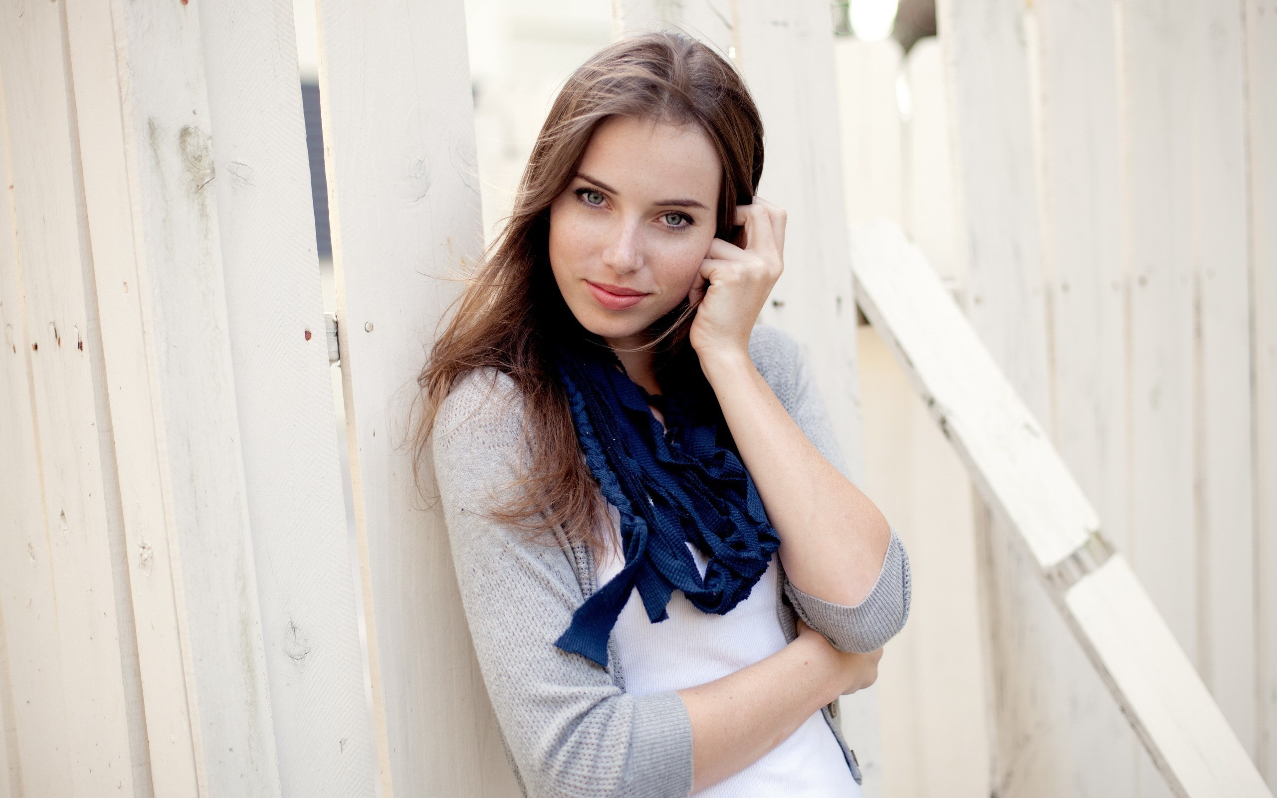 Cute girl wearing blue scarf wallpapers cute girl for Cute teenager girls