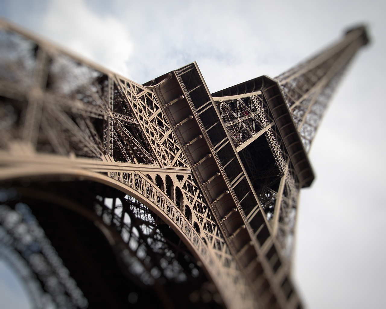 1280x1024 Eiffel base desktop wallpapers and stock photos