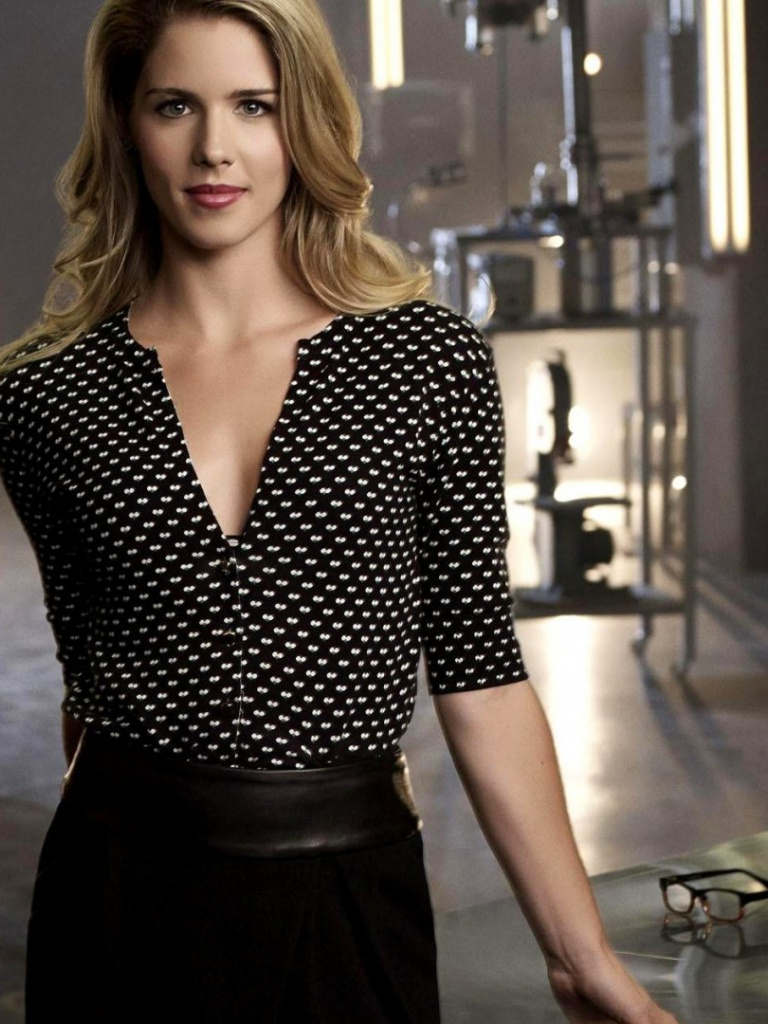 768x1024 Emily Bett Rickards in Arrow