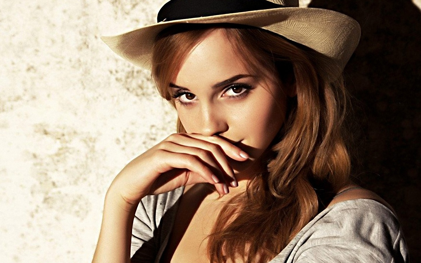 1440x900 emma watson white hat desktop pc and mac wallpaper