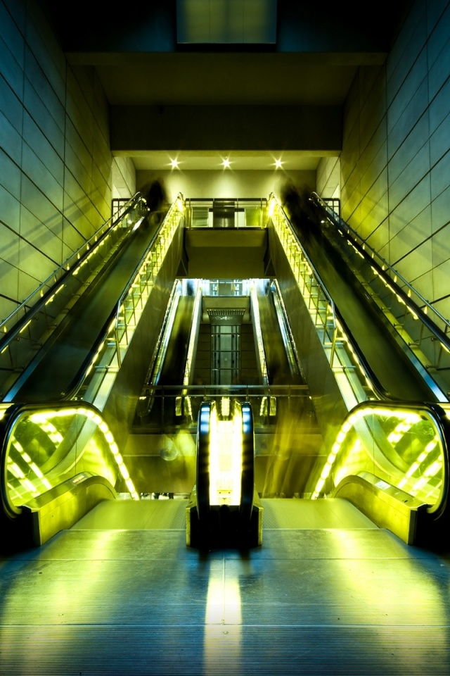 640x960 Escalators