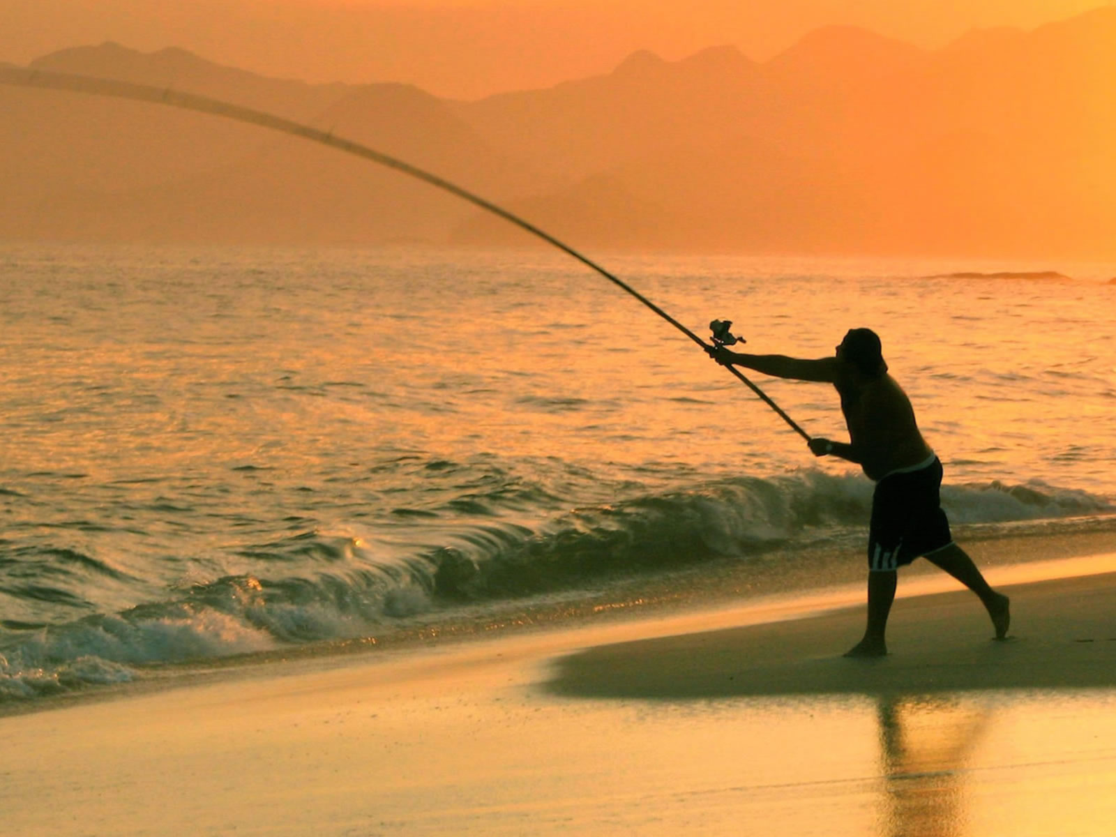 1600x1200 fishing in the sea desktop pc and mac wallpaper