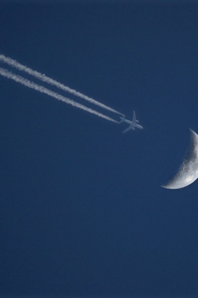 640x960 Flying To The Moon