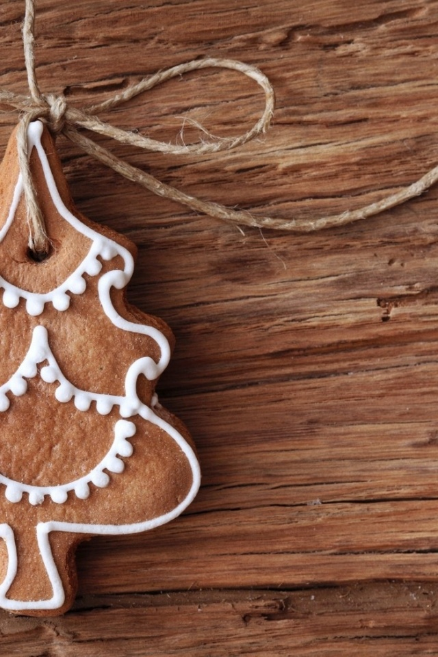 640x960 Gingerbread Christmas Tree Ornament Iphone 4 wallpaper