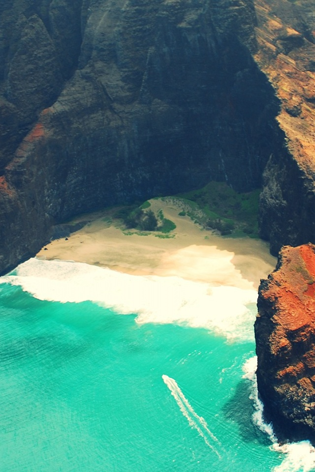 640x960 Hawaii Beach Iphone 4 Wallpaper