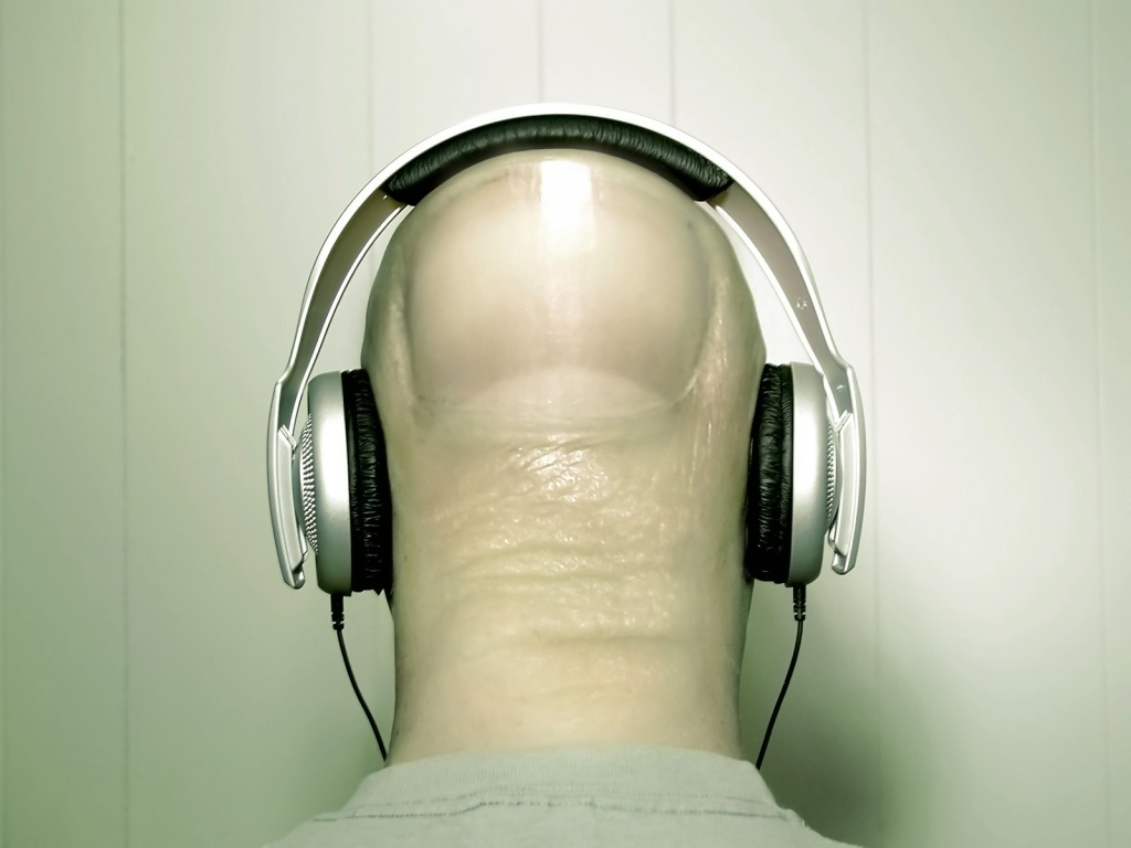 920x520 Headphones on head
