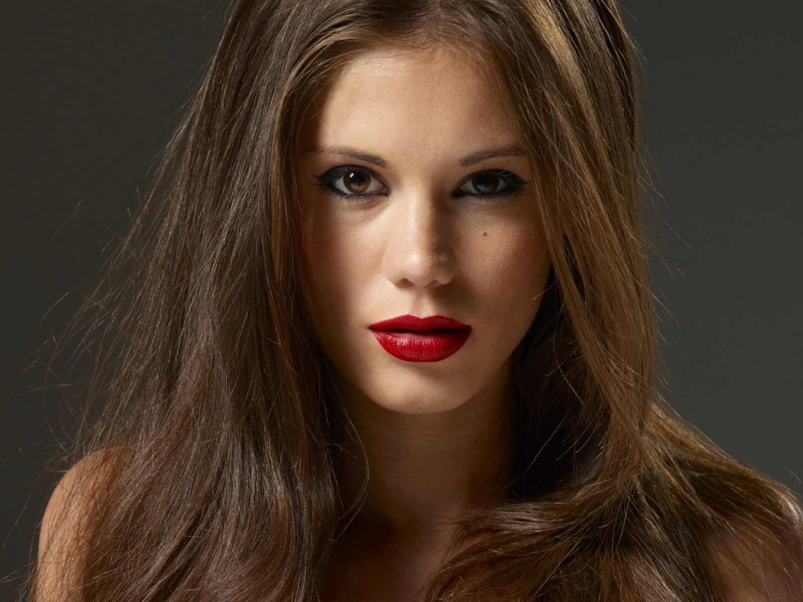 1600x1200 Hot Brunette with Red Lips desktop PC and Mac wallpaper