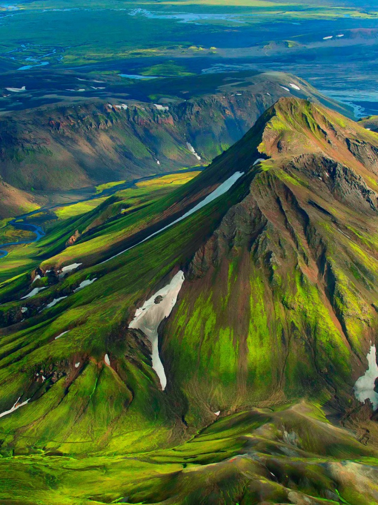 Amazing Wallpaper Mountain Ipad - iceland-green-mountain-snow_wallpapers_46917_768x1024  Perfect Image Reference_718813.jpg