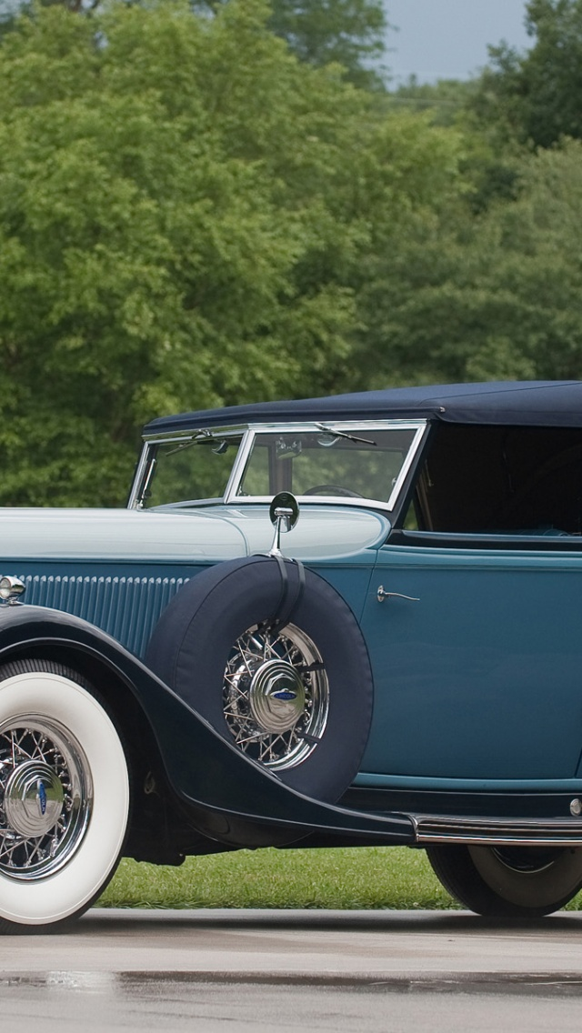 640x1136 Lincoln Vintage Car Iphone 5 Wallpaper