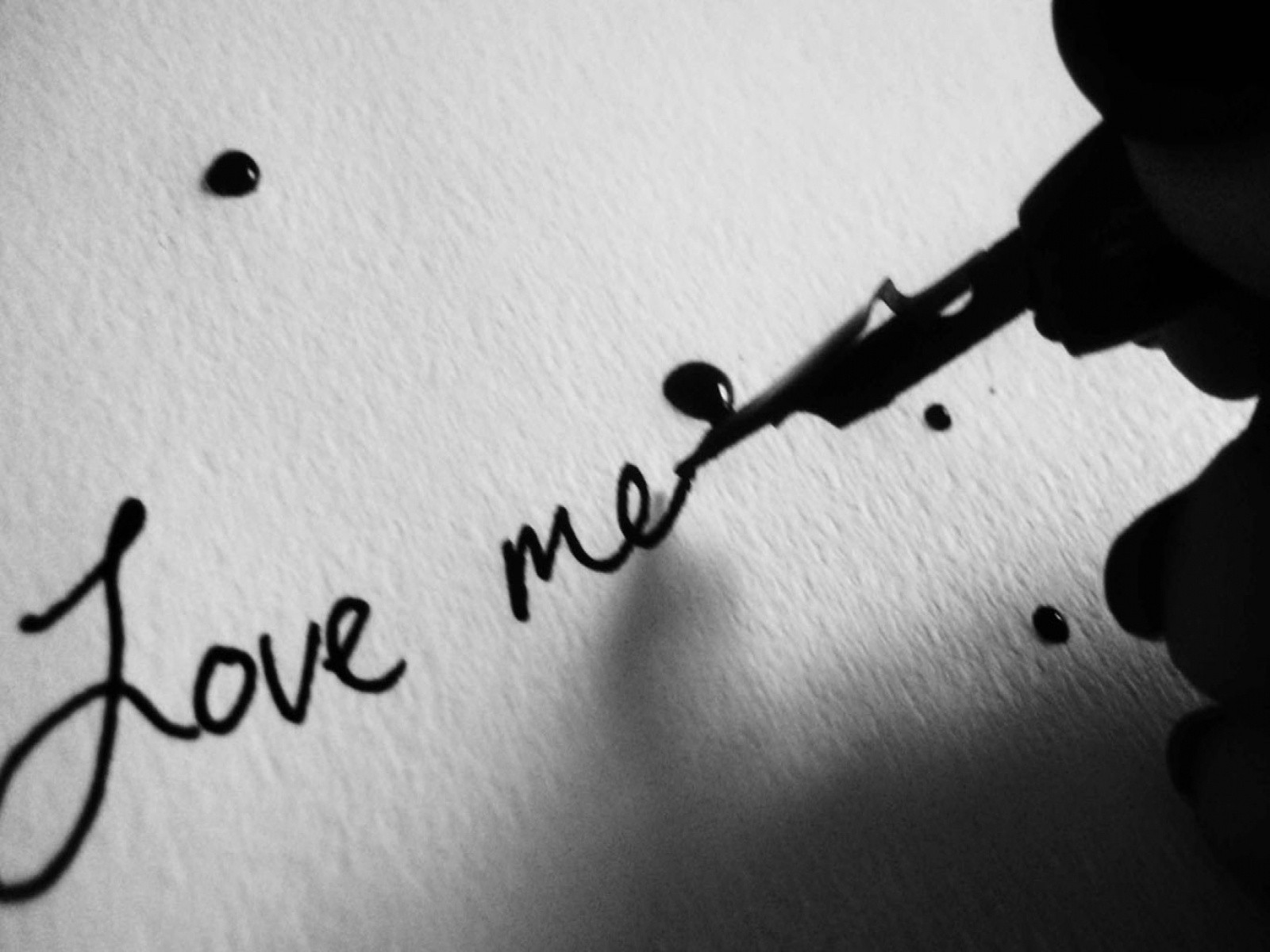 Love Me Quotes Wallpaper : 1600x1200 Love Me desktop Pc and Mac wallpaper
