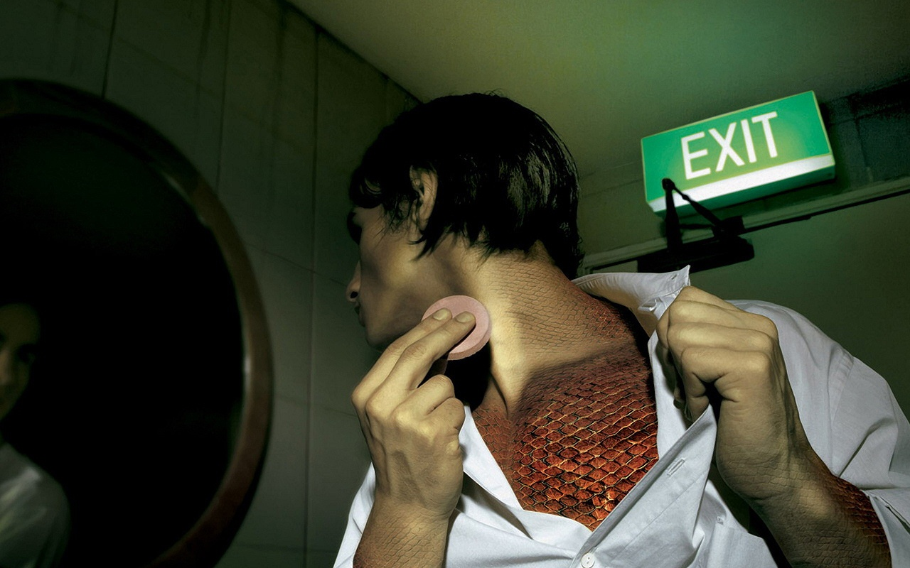 1280x800 Man and exit sign