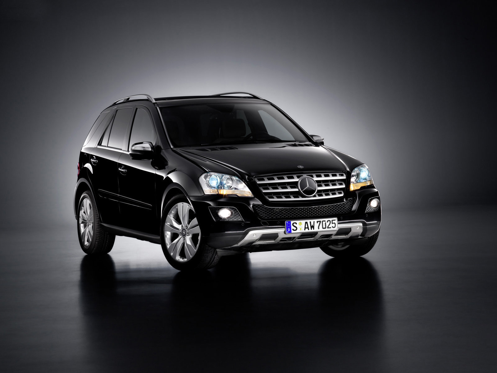 1600x1200 mercedes ml front desktop pc and mac wallpaper. Black Bedroom Furniture Sets. Home Design Ideas