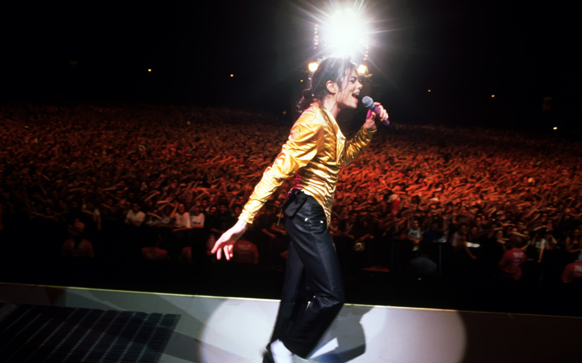 michael jackson on stage wallpaper 173244