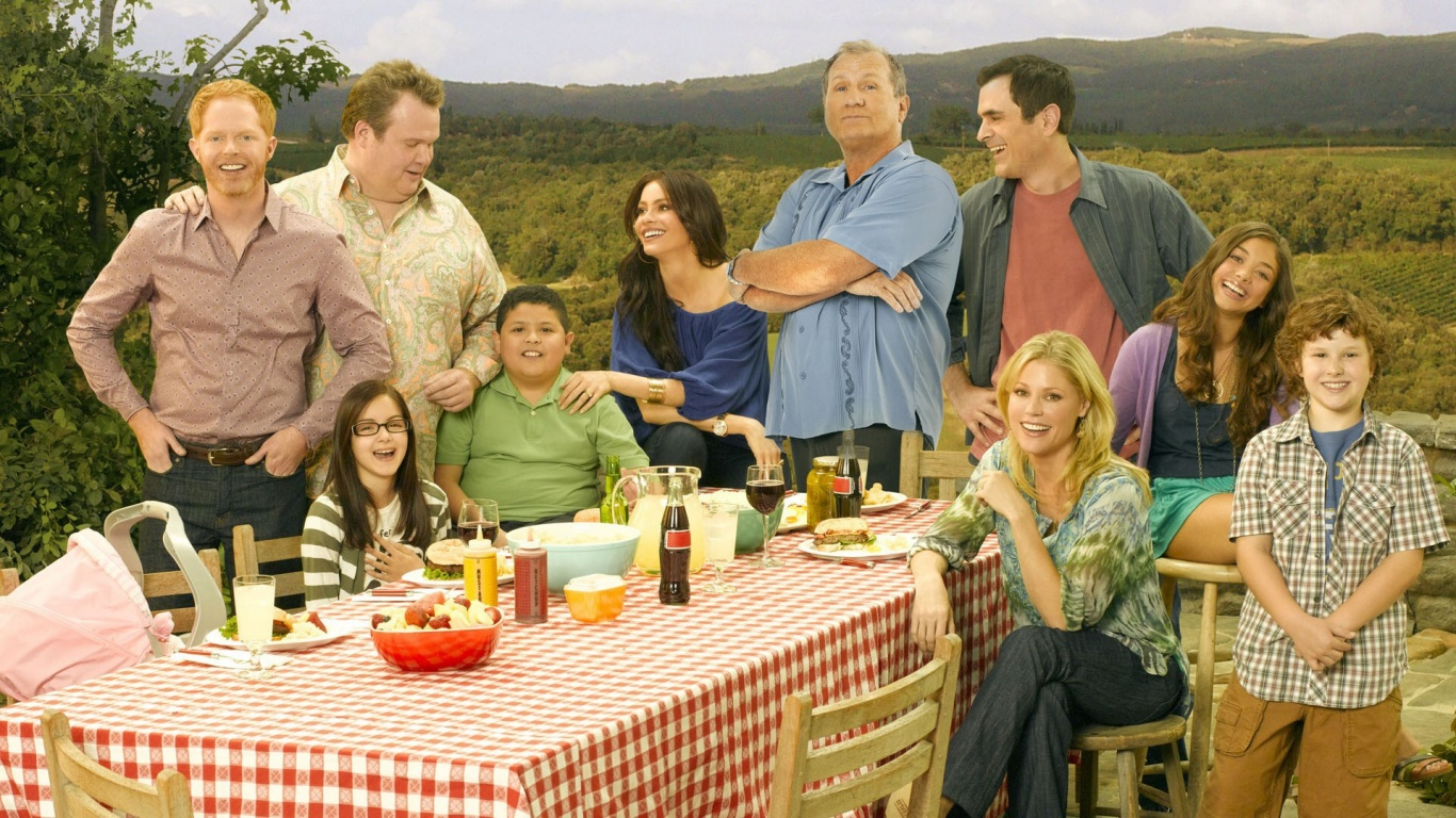 1366x768 modern family cast desktop pc and mac wallpaper for Modern family wallpaper