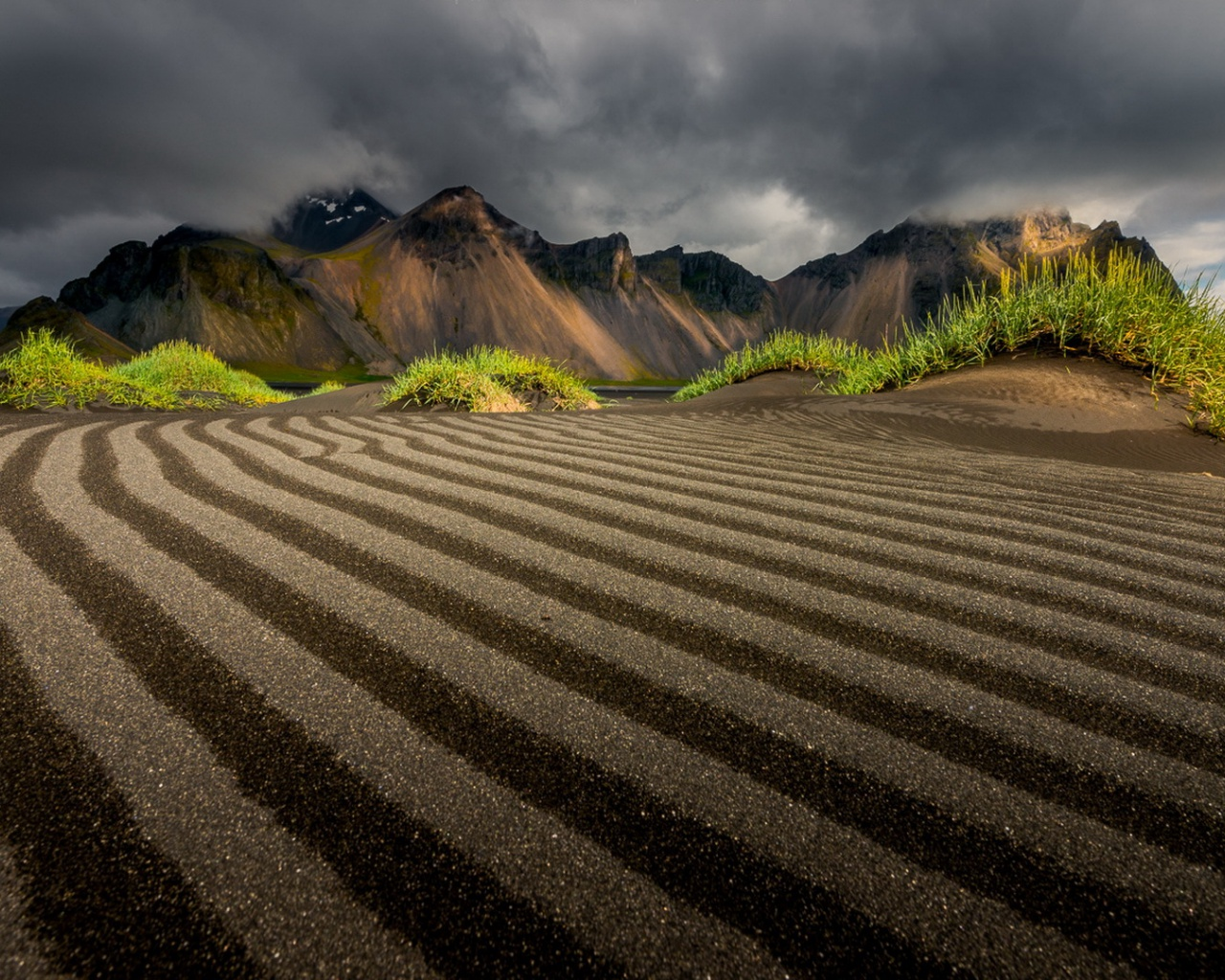 1280x1024 Morning In Vestrahorn Iceland