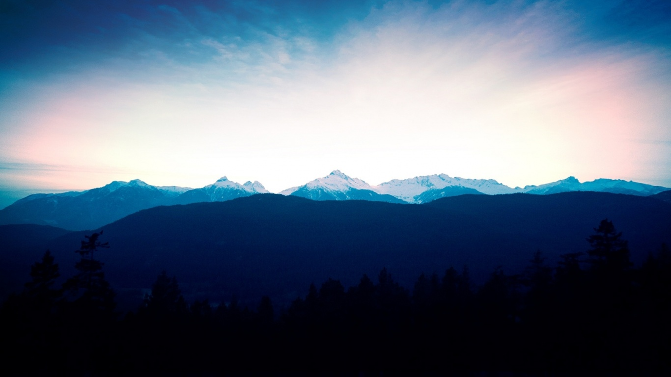1366x768 Mountains Horizon & Dark Trees