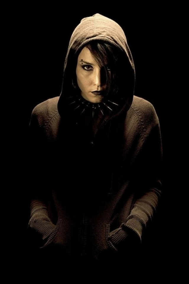 640x960 Noomi Girl With The Dragon Tattoo Iphone 4 Wallpaper